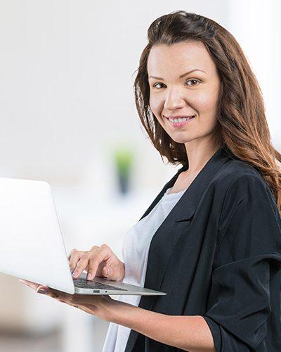 client-domotique-residentiel-femme-400x500 Clients domotique