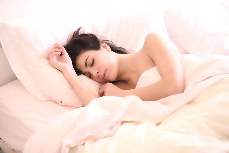 Chambre-connectee Chambre connectée : 10 accessoires pour dormir comme un bébé